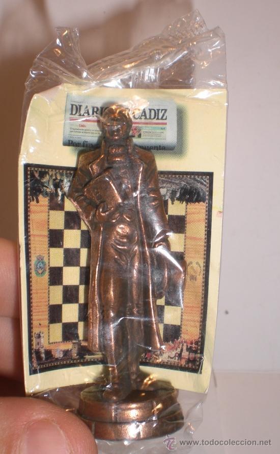 Juegos de mesa: Conjunto de miniaturas en metal de ajedrez del Diario de Cádiz. Sin estrenar!! - Foto 2 - 182252863