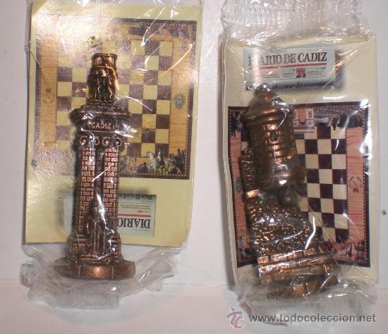 Juegos de mesa: Conjunto de miniaturas en metal de ajedrez del Diario de Cádiz. Sin estrenar!! - Foto 3 - 182252863