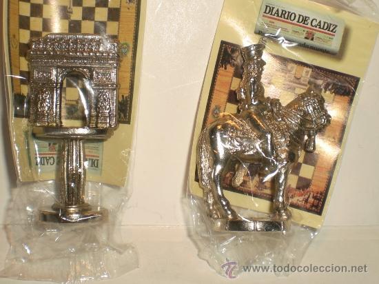 Juegos de mesa: Conjunto de miniaturas en metal de ajedrez del Diario de Cádiz. Sin estrenar!! - Foto 4 - 182252863