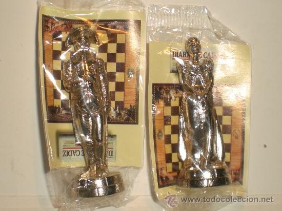 Juegos de mesa: Conjunto de miniaturas en metal de ajedrez del Diario de Cádiz. Sin estrenar!! - Foto 5 - 182252863