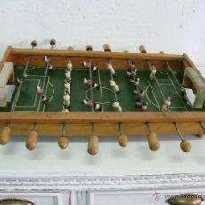 Juegos de mesa: PEQUEÑO FUTBOLÍN ANTIGUO. ES DEL BARCA CONTRA EL REAL MADRID.. Lote 40523656