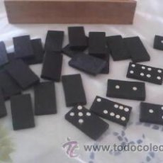 Jogos de mesa: ANTIGUO DOMINÓ DE PLÁSTICO DURO PINTADO A MANO,EN ESPALDA UN DRAGÓN CHINO.CAJA DE MADERA CON TAPA CO. Lote 41929313