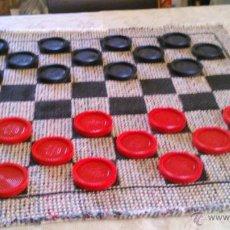 Juegos de mesa: EXTRAORDINARIO JUEGO DE DAMAS HECHO CON TELAS Y GRANDES FICHAS DE PVC.IDEAL PARA UNA SALIDA AL CAMPO. Lote 78826126