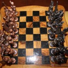 Juegos de mesa: AJEDREZ DE MADERA CON FIGURAS DE METAL DEL AÑO 1966. Lote 45625473
