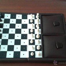 Juegos de mesa: JUEGO DE AJEDREZ CON ESTUCHE. Lote 46405401