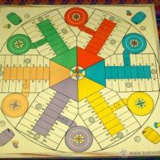 Juegos de mesa: PARCHÍS PARA SEIS 6 JUGADORES CON SUS FICHAS, DADOS Y CUBILETES. AÑOS 70. BUEN ESTADO GENERAL.. Lote 47187056