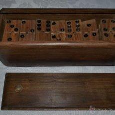Juegos de mesa: BONITO DOMINO EN MADERA DE NOGAL CON SU CAJA ORIGINAL. Lote 48325622
