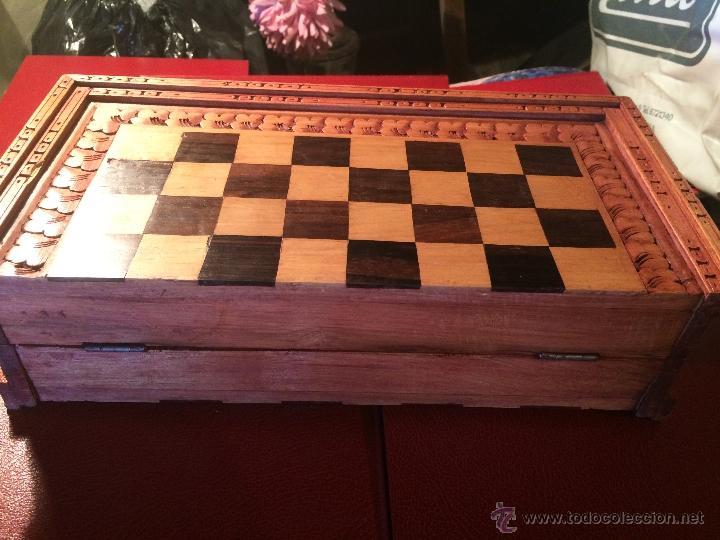Juegos de mesa: Antiguo juego de ajedrez y backgammon hecho a mano con figuritas cortadas a mano en madera - Foto 3 - 51786116