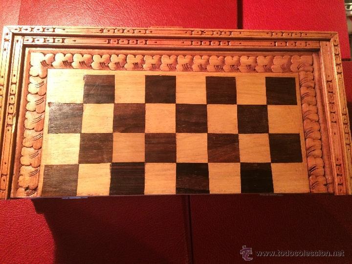 Juegos de mesa: Antiguo juego de ajedrez y backgammon hecho a mano con figuritas cortadas a mano en madera - Foto 4 - 51786116