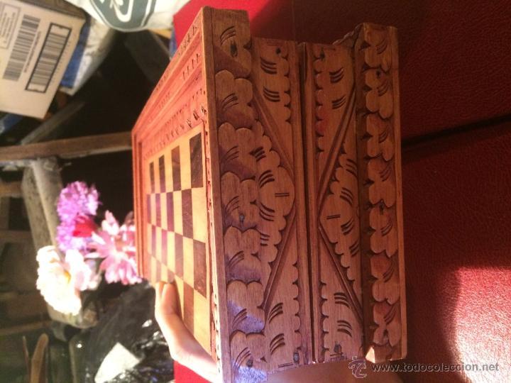 Juegos de mesa: Antiguo juego de ajedrez y backgammon hecho a mano con figuritas cortadas a mano en madera - Foto 10 - 51786116