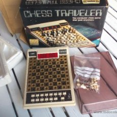 Juegos de mesa: VINTAGE AJEDREZ ELECTRÓNICO DE VIAJE. SCISYS. CHESS TRAVELER COMPUTER GAME COMPLETE. Lote 178867252