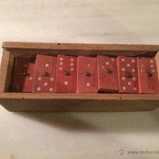 Juegos de mesa: ANTIGUO JUEGO DE DOMINÓ DE MADERA ROJIZA CON CAJA DE MADERA ORIGINAL, AÑOS 40 . Lote 53707711