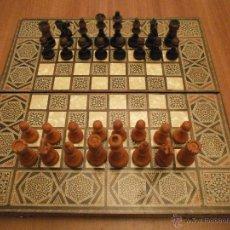 Juegos de mesa: ANTIGUO TABLERO AJEDREZ Y BACKGAMMON MARQUETERIA Y PIEZAS DE AJEDREZ DE MADERA. Lote 54188644