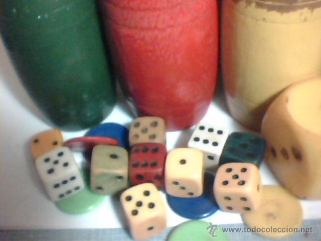 CAJA CON CUBILETES DE MADERA, DADOS Y FICHAS DEL PARCHÍS (AÑOS 60-70) (Juguetes - Juegos - Juegos de Mesa)