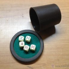 Giochi da tavolo: JUEGO DADOS POKER CON CUBILETE Y TAPA CON MINI TAPETE (K). Lote 54579429