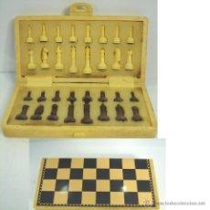 Juegos de mesa: PEQUEÑO JUEGO DE AJEDREZ DE VIAJE - TABLERO 15X15 CMS, ¡¡COMPLETO ¡¡. Lote 54938766