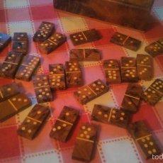 Juegos de mesa: JUEGO DE DOMINÓ HECHO A MANO EN CON MADERA DE RAIZ. COMPLETO.. Lote 55795664