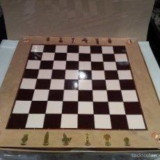 Juegos de mesa: AJEDREZ REAL MADRID AS COMPLETO SIN EL TABLERO. Lote 58346155