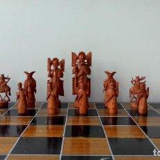 Juegos de mesa: AJEDREZ TALLADO EN MARFIL EN CAJA DE MADERA. Lote 65795762