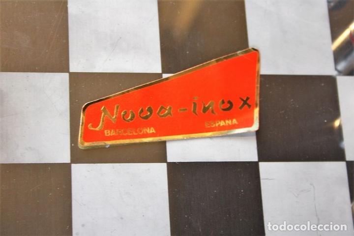 Juegos de mesa: AJEDREZ. FICHAS EN ACERO INOXIDABLE Y RESINA. NOVA-INOX. BARCELONA. CIRCA 1960. - Foto 7 - 66299538