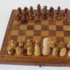 Juegos de mesa: AJEDREZ CON CAJA TABLERO EN MADERA DE BOJ. Lote 71579379