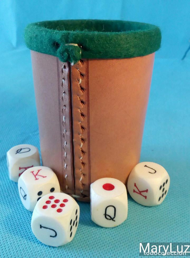 Cubilete De Piel Y Fieltro Para Jugar Al Poker Comprar Juegos De