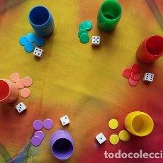 Juegos de mesa: PARCHIS. CAJA CON 6 CUBILETES FICHAS, DADOS MODELO AÑOS 80. Lote 175036497
