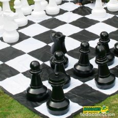 Juegos de mesa: PACK PIEZAS AJEDREZ GIGANTES + TABLERO GIGANTE DE LONA. Lote 77741549