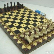 Juegos de mesa: ANTIGUO MINI AJEDREZ - MADERA TARACEA- MARQUETERIA HUESO - FICHAS PLASTICO - TABLERO. Lote 82482660