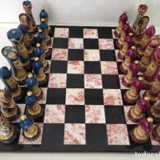 Juegos de mesa: FIGURAS DE AJEDREZ DE PORCELANA DE LIMOGES, PINTADAS A MANO Y FIRMADAS POR EL AUTOR. Lote 83566140