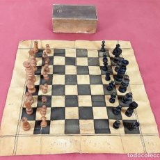 Juegos de mesa: JUEGO DE AJEDREZ. MADERA TEÑIDA. TELA ENCERADA. ESPAÑA. SIGLO XIX.. Lote 85967692