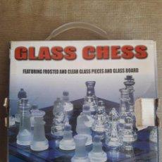 Juegos de mesa: AJEDREZ DE CRISTAL / FICHAS MATE Y BRILLANTES / GLASS CHESS EN SU CAJA. Lote 90531500