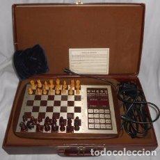 Juegos de mesa: AJEDREZ ELECTRÓNICO CHALLENGER 10, EN SU MALETÍN. Lote 90554150