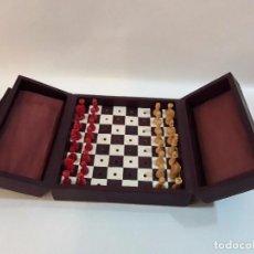 Juegos de mesa: JUEGO DE AJEDREZ DE VIAJE - FIGURAS MADERA Y CAJA Y TABLERO POSIBLE PIEL.. Lote 102655176