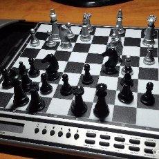 Juegos de mesa: COMPUTADOR DE AJEDREZ ELECTRÓNICO MEPHISTO CHESS EXPLORER. Lote 92323130