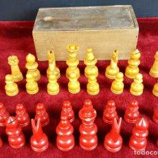 Juegos de mesa: 32 FICHAS DE AJEDREZ. MADERA TALLADA Y POLICROMADA. CAJA ORIGINAL. SIGLO XX. . Lote 93733500