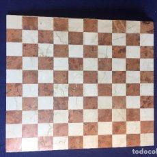Juegos de mesa: TABLERO DAMAS MÁRMOL BUEN ESTADO DECORATIVO SALMÓN BEIGE 44 X 38 ARTESANAL NO SIMÉTRICO. Lote 95522995