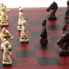 Juegos de mesa: CONJUNTO DE AJEDREZ DE MADERA ROJO. FÉNIX/DRAGÓN. Lote 108527178