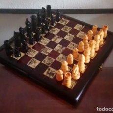 Juegos de mesa: JUEGO DE AJEDREZ - MADERA Y MARFILINA - LA CAJA CONFORMA EL TABLERO - PROCEDENCIA CHINA - REF. 71. Lote 98015043