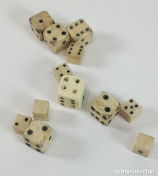 Juegos de mesa: COLECCIÓN DE DADOS CON CUBILETE. HUESO. ESPAÑA. SIGLO XIX-XX. - Foto 6 - 99129291