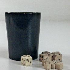 Juegos de mesa: COLECCIÓN DE DADOS CON CUBILETE. HUESO. ESPAÑA. SIGLO XIX-XX.. Lote 99129291