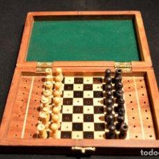 Juegos de mesa: PEQUEÑO AJEDREZ EN MINUATURA DE MADERA TABLERO MALETIN 15CMX10CM NUEVO SIN USO. Lote 142216189