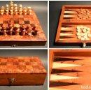 Juegos de mesa: AJEDREZ Y BACKGAMMON EN MARQUETERÍA DE MADERA Y MALETÍN HECHO A MANO. Lote 103735755