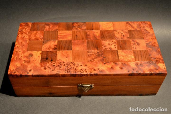 Juegos de mesa: AJEDREZ Y BACKGAMMON EN MARQUETERÍA DE MADERA Y MALETÍN HECHO A MANO - Foto 16 - 103735755