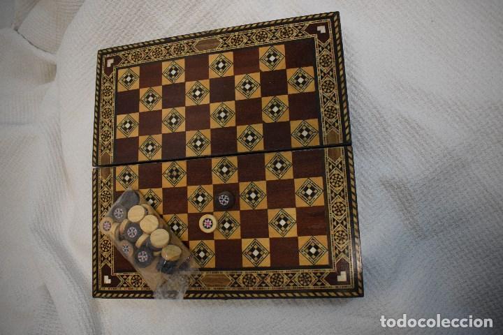 Juegos de mesa: Ajedrez y backgamon realizado en marqueteria con incrustaciones de maderas nobles y nacar - Foto 3 - 107000963