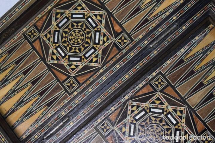 Juegos de mesa: Ajedrez y backgamon realizado en marqueteria con incrustaciones de maderas nobles y nacar - Foto 4 - 107000963