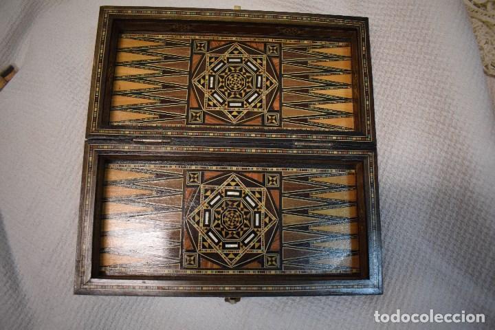Juegos de mesa: Ajedrez y backgamon realizado en marqueteria con incrustaciones de maderas nobles y nacar - Foto 6 - 107000963