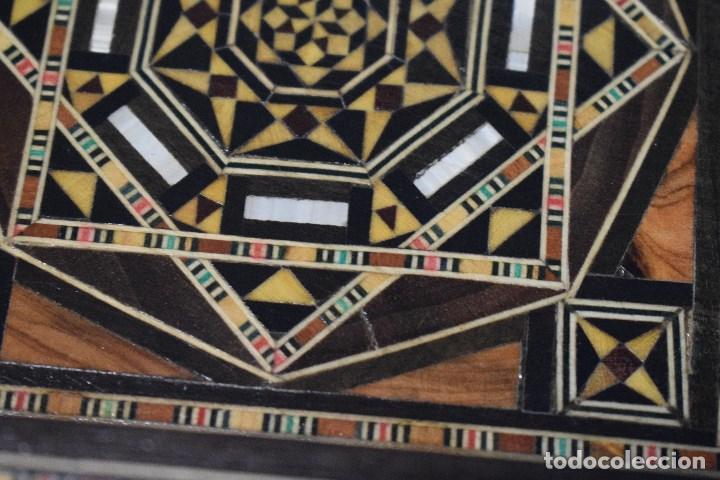 Juegos de mesa: Ajedrez y backgamon realizado en marqueteria con incrustaciones de maderas nobles y nacar - Foto 7 - 107000963