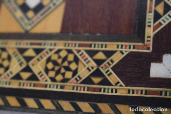 Juegos de mesa: Ajedrez y backgamon realizado en marqueteria con incrustaciones de maderas nobles y nacar - Foto 9 - 107000963