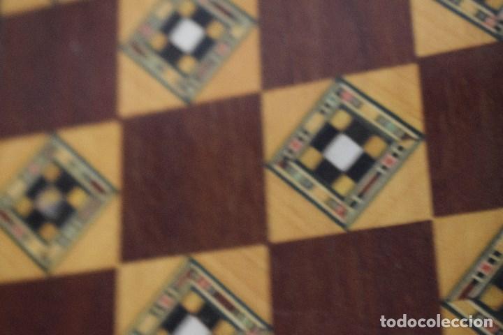 Juegos de mesa: Ajedrez y backgamon realizado en marqueteria con incrustaciones de maderas nobles y nacar - Foto 10 - 107000963